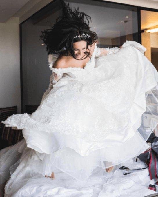 Джамала опубликовала забавное фото в свадебном платье