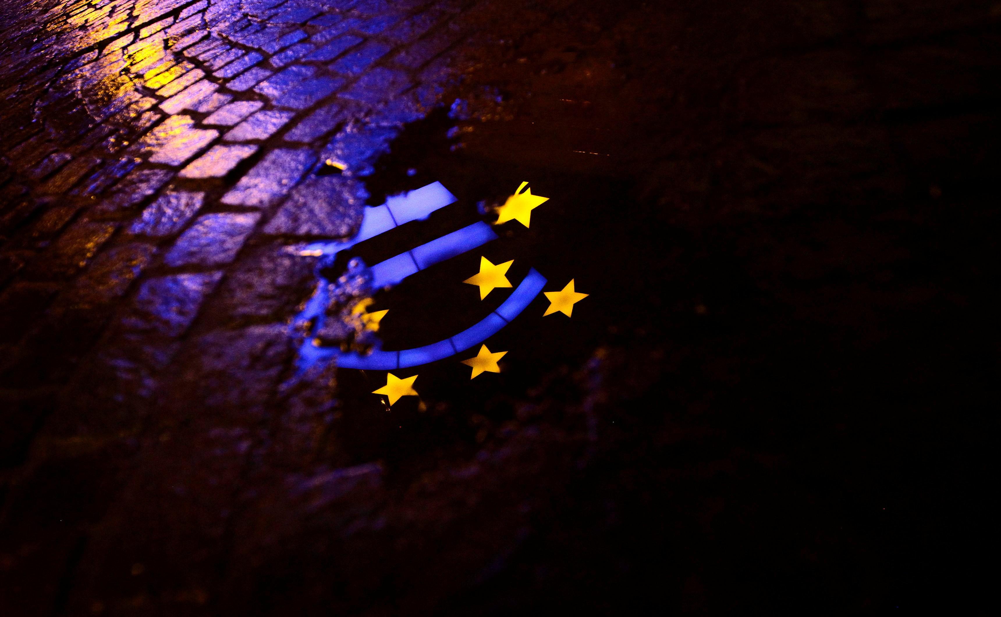 Водителям выдадут новые удостоверения. Европейские права с европейскими очередями