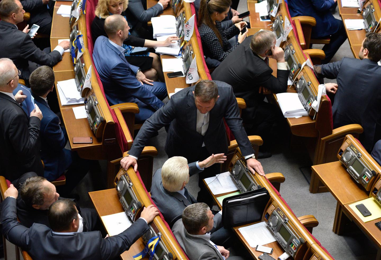Скамья запасных: сколько депутатов посетили все заседания Рады