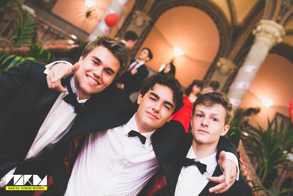 Как дети украинских министров отмечают выпускной в Австрии