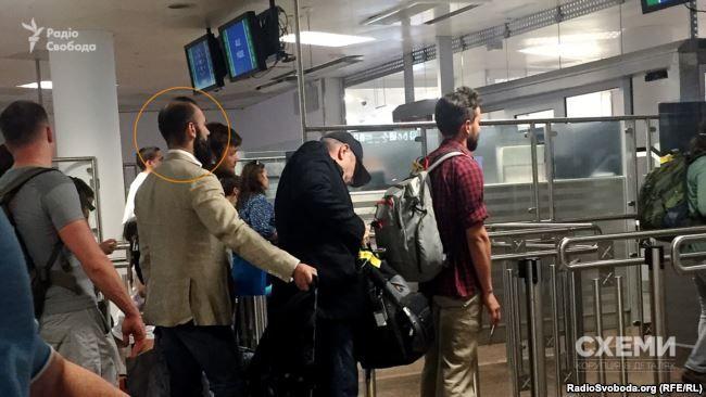 Они бегут: суд тайком разрешил покинуть Украину скандальному служителю Фемиды