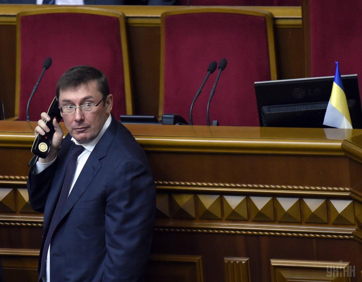 Луценко своих в беде не бросит: Генпрокурор поднял зарплату своим подчиненным