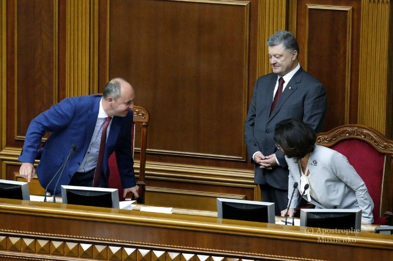 Драка под Печерским судом: как развлекаются депутаты в свободное от работы время