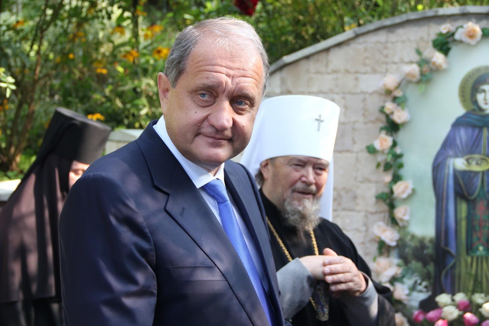 Прямо растворился в воздухе: ГПУ приостановила дело по Захарченко из-за того, что он «скрывается»