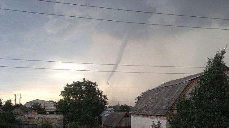 Ураган, торнадо, а потом — землетрясение. И это все — в Украине. Природа обозлилась (фото, видео)