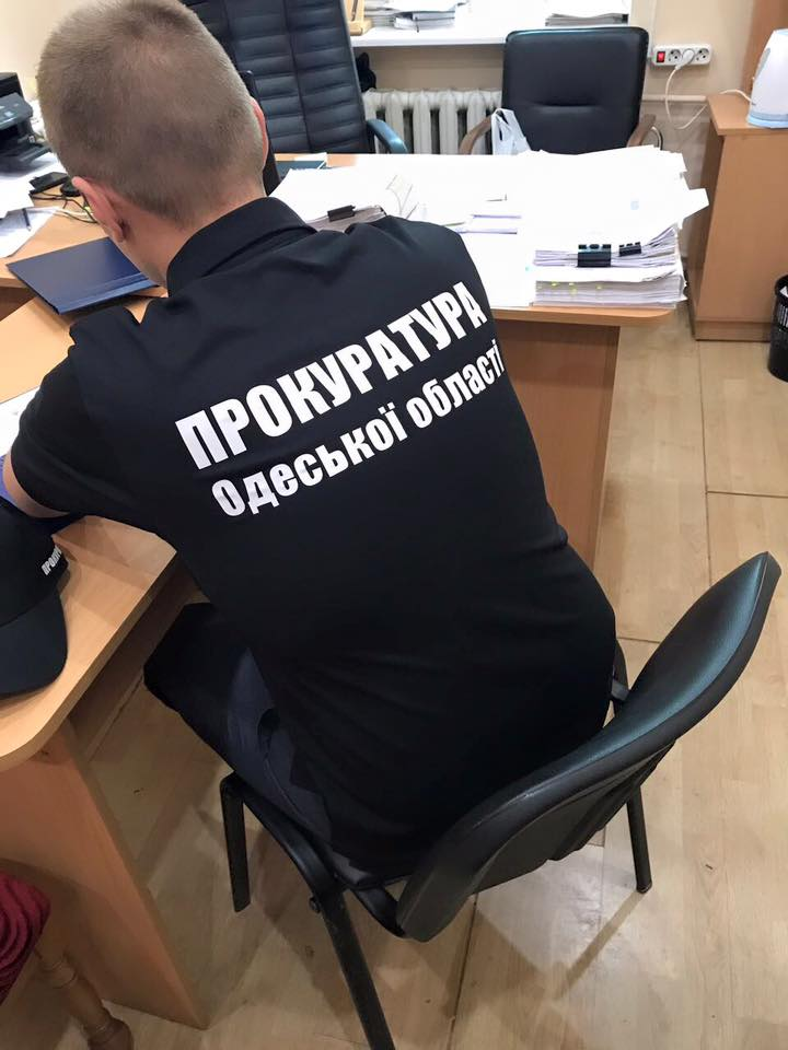 Ударим взятками по безработице! Нечеловеческие условия труда украинцев оценили в тысячу долларов