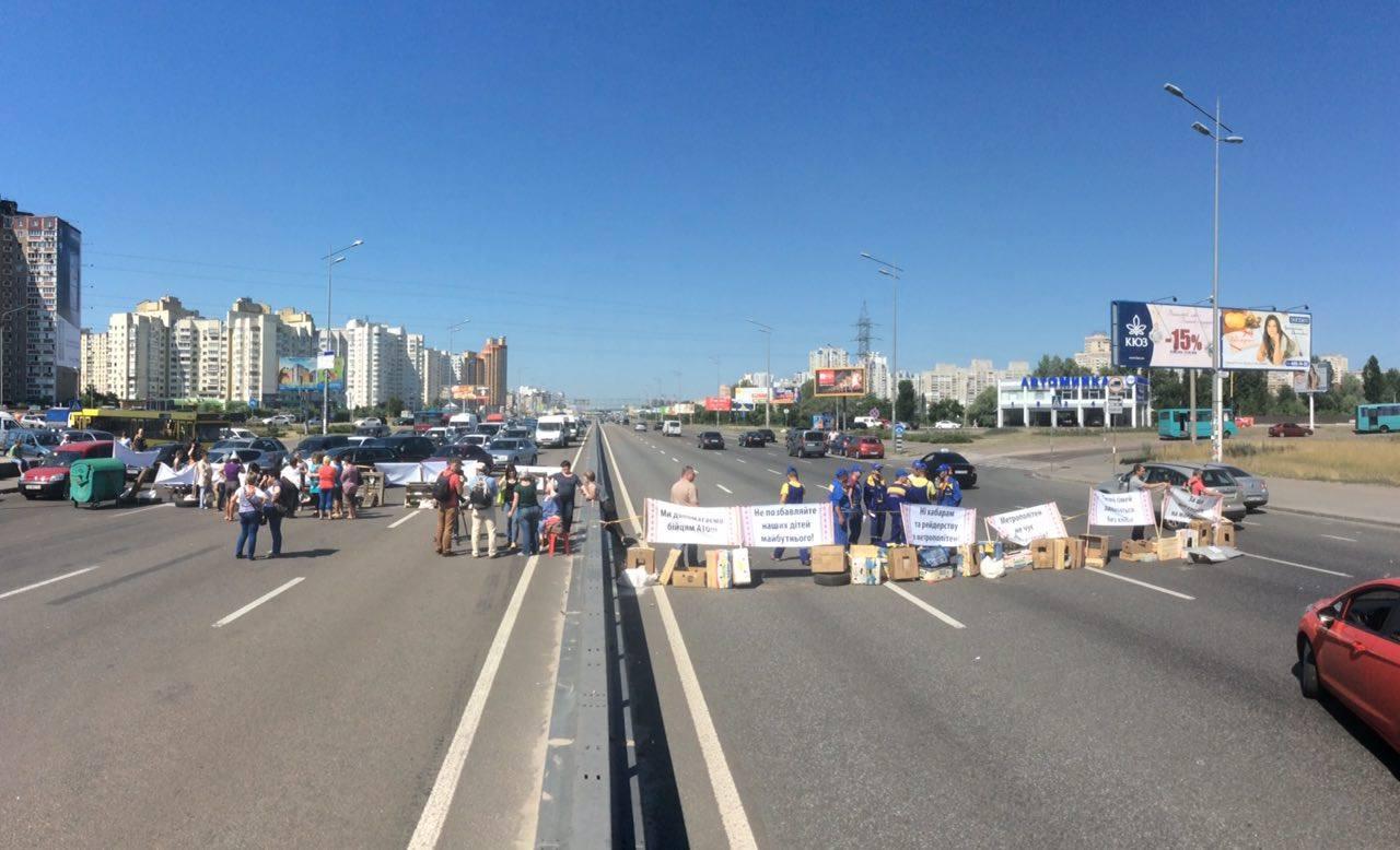 Срочная новость: в Киеве пылает многоэтажка, есть погибшие
