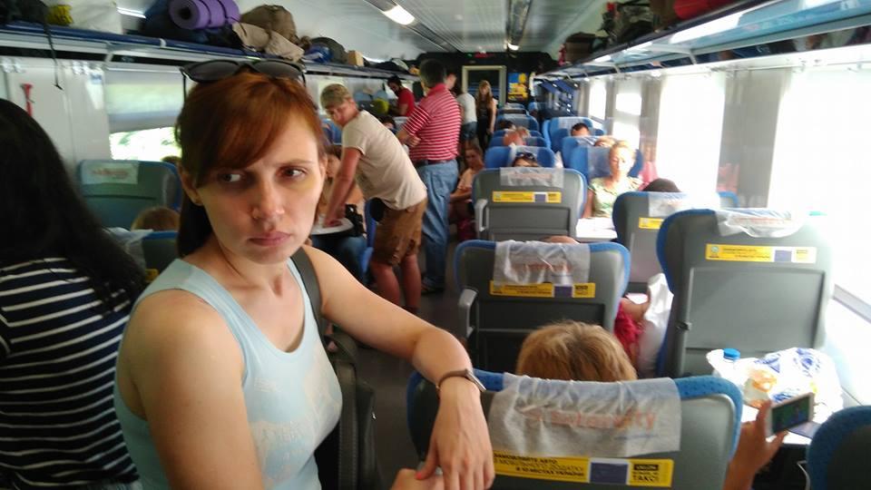 Форменный беспредел: Укрзализныця заставила пассажиров Интерсити ехать из Одессы стоя. Не прицепили половину состава