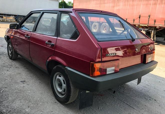 Твоя вишневая «девятка»: в Запорожье нашли машину «с нуля», о которой мечтали все