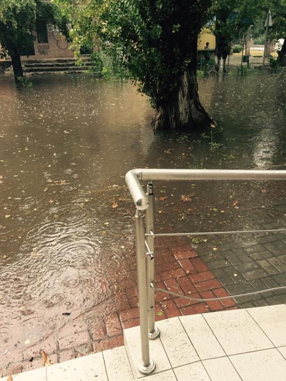 Последствия урагана в Херсоне: в сети появились фото и видео