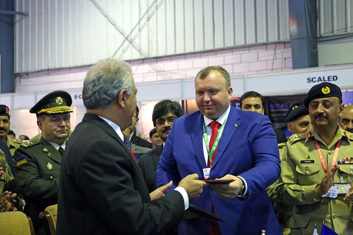 Стали известны зарплаты генпрокурора и главного антикоррупционера страны