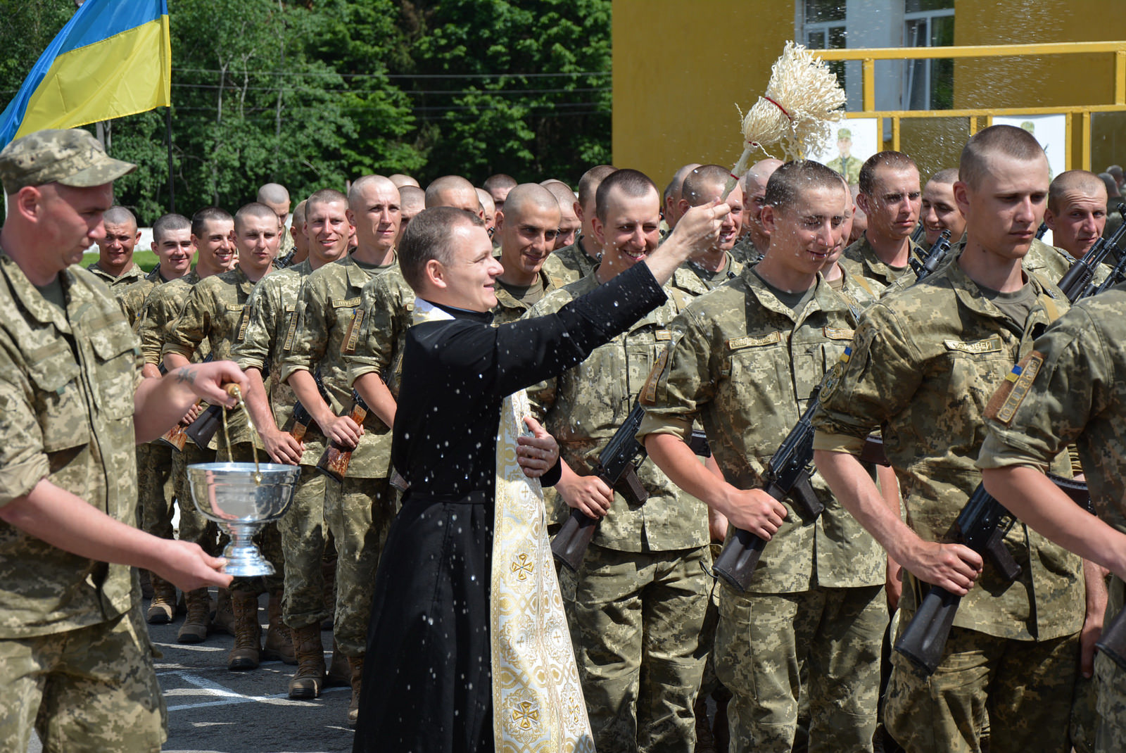 Обострение на Донбассе: кого призовут в первую очередь