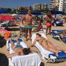 Ляшко на испанском пляже зачем-то демонстративно приспустил трусы. Фото