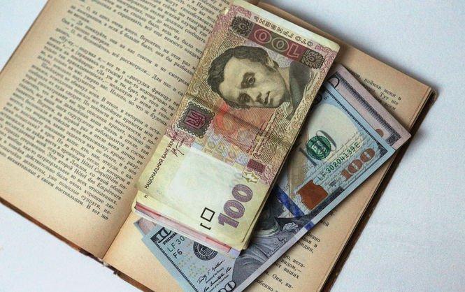 Сезонный спрос на валюту снова может спровоцировать рост курса доллара, – эксперт