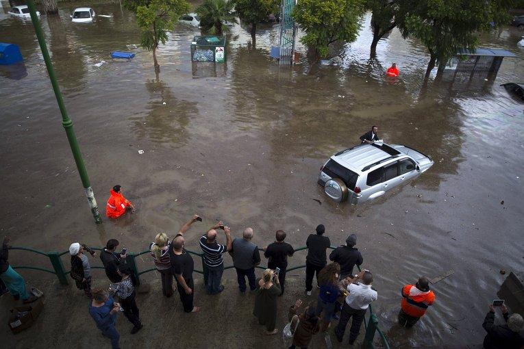 Наводнение в России: из-за тайфуна река сменила русло и затопила целый город