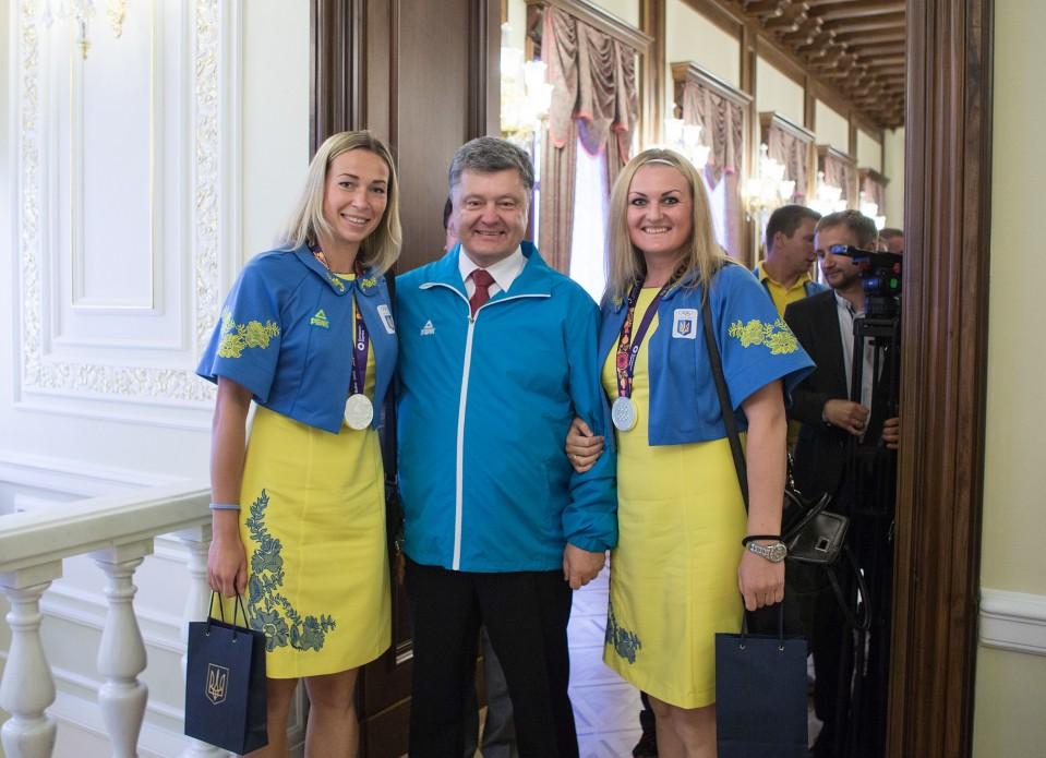 С барского плеча: Порошенко «щедро» отблагодарил украинских олимпейцев