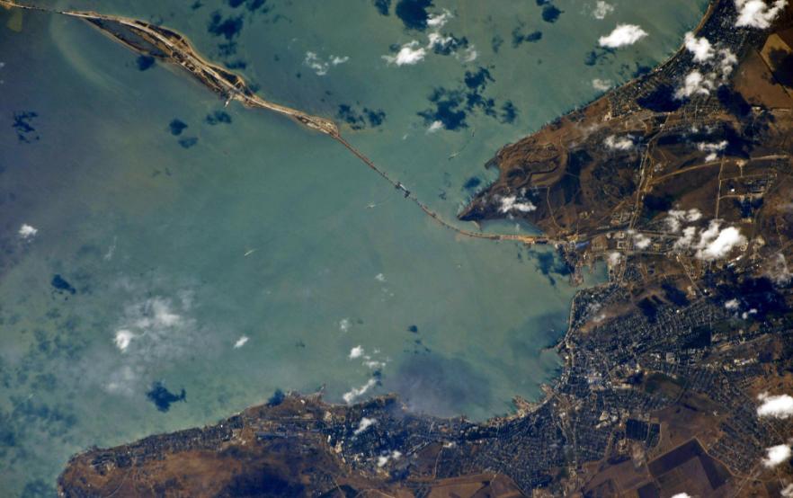 Космонавты показали Керченский мост