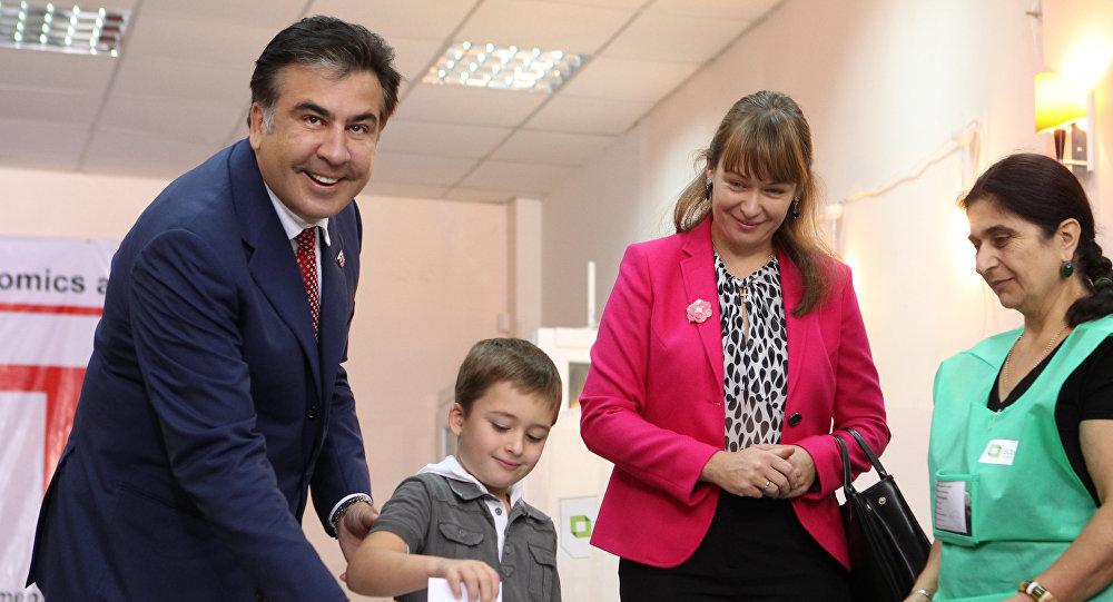 Жена Саакашвили взяла ребенка и покинула Украину