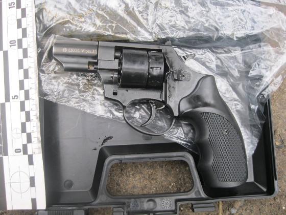 Оружие бандеролью: мужчина через интернет купил себе новый пистолет