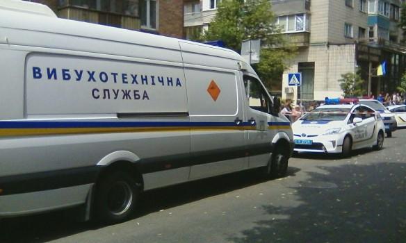 Взрыв на крыше киевской многоэтажки: появились подробности