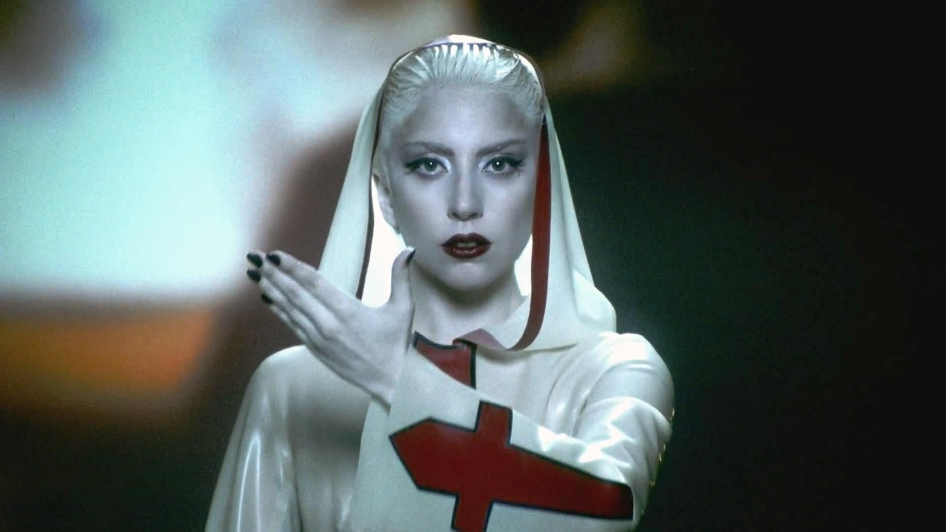 Леди Гага экстренно госпитализирована