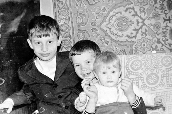 Кличко любил учительницу, а Луценко тренировался на лопате: как учились наши звезды