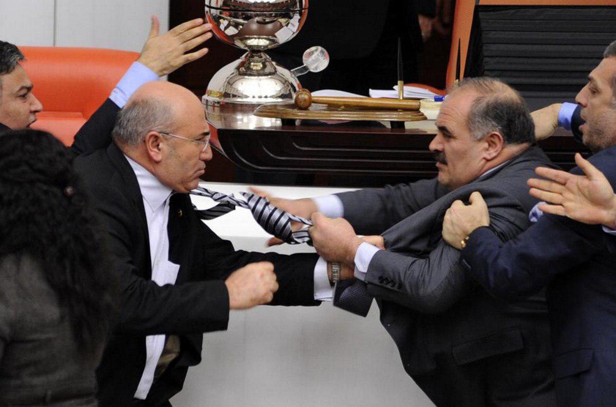 """Вот как они работают: депутаты набили друг другу """"репы"""", один в коме"""