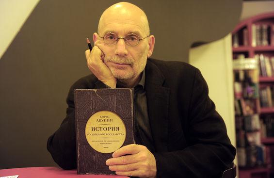 В Украине запретили книги Акунина по истории России