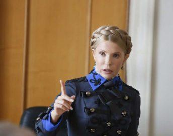 Леди Швондер: Тимошенко нарядилась в гусарский мундир и петлицы НКВД. Савченко в мундире Сталина отдыхает