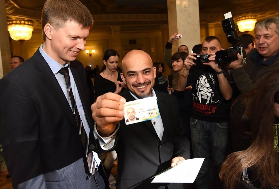 МУСТАФА НАЙЕМ: я ненавижу нашу власть, критикую Порошенко, но из его фракции ни за что не выйду