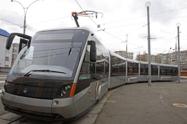 Кличко накожному трамваї «зекономить» 25 грн (1$). При цьому в бюджет України не повернеться 400 000 000 грн