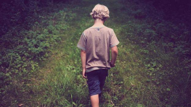 Что же это за страна: маленький сын киборга мечтает о куртке и обуви