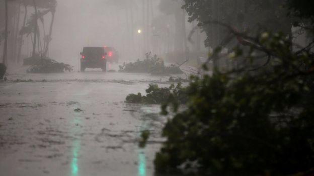Улицы Майами превратились в реки: центр города покрыт слоем воды глубиной в метр