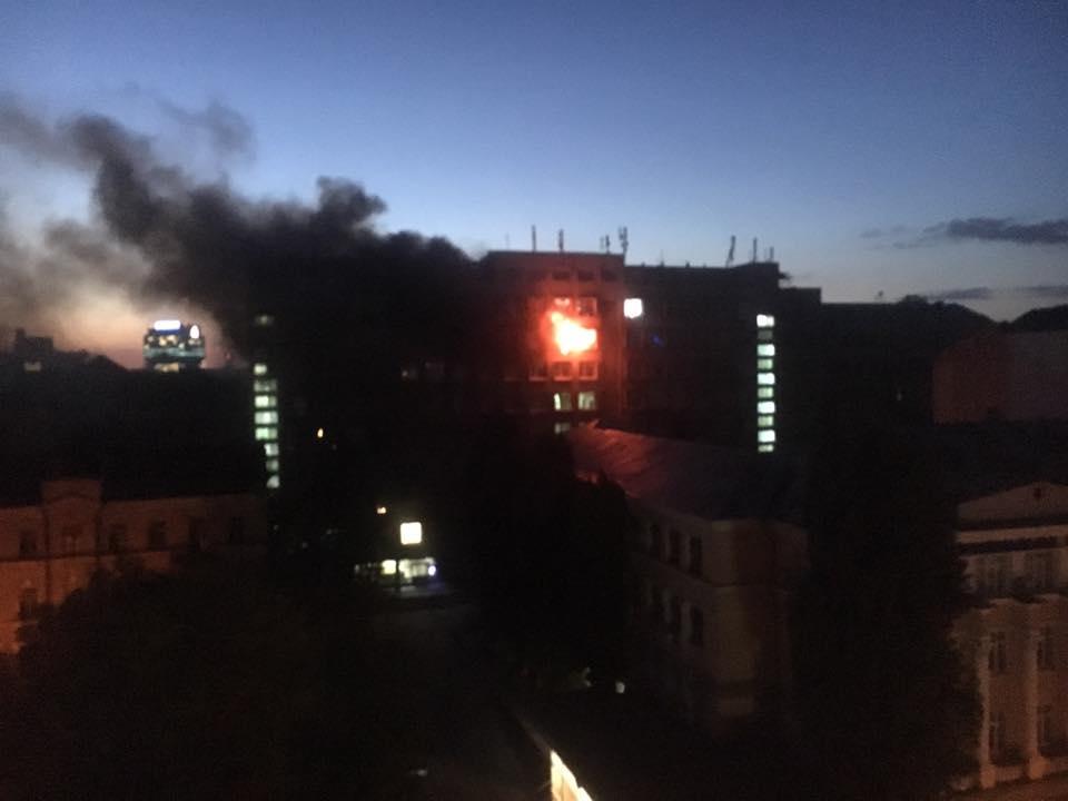 Снова пожар! Снова в Киеве! Горит известный на всю Украину университет