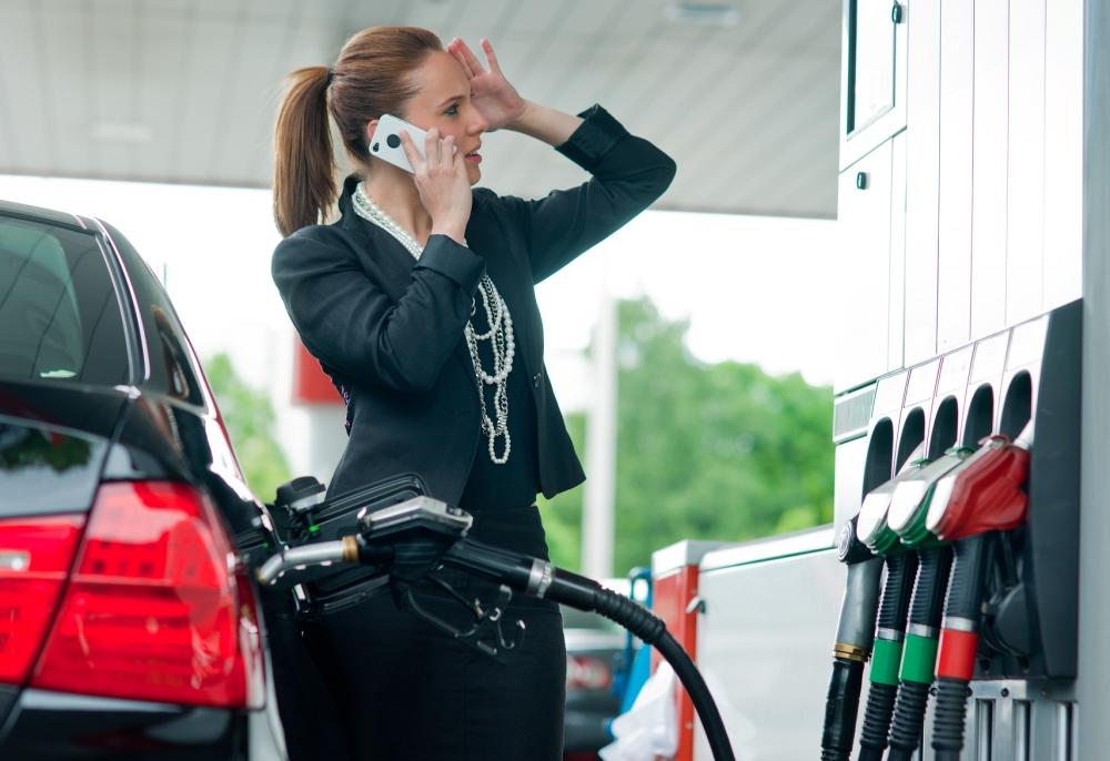 """Чем ближе заправка, тем шире глаза. Водителей """"обрадовали"""" ценами на бензин и солярку"""