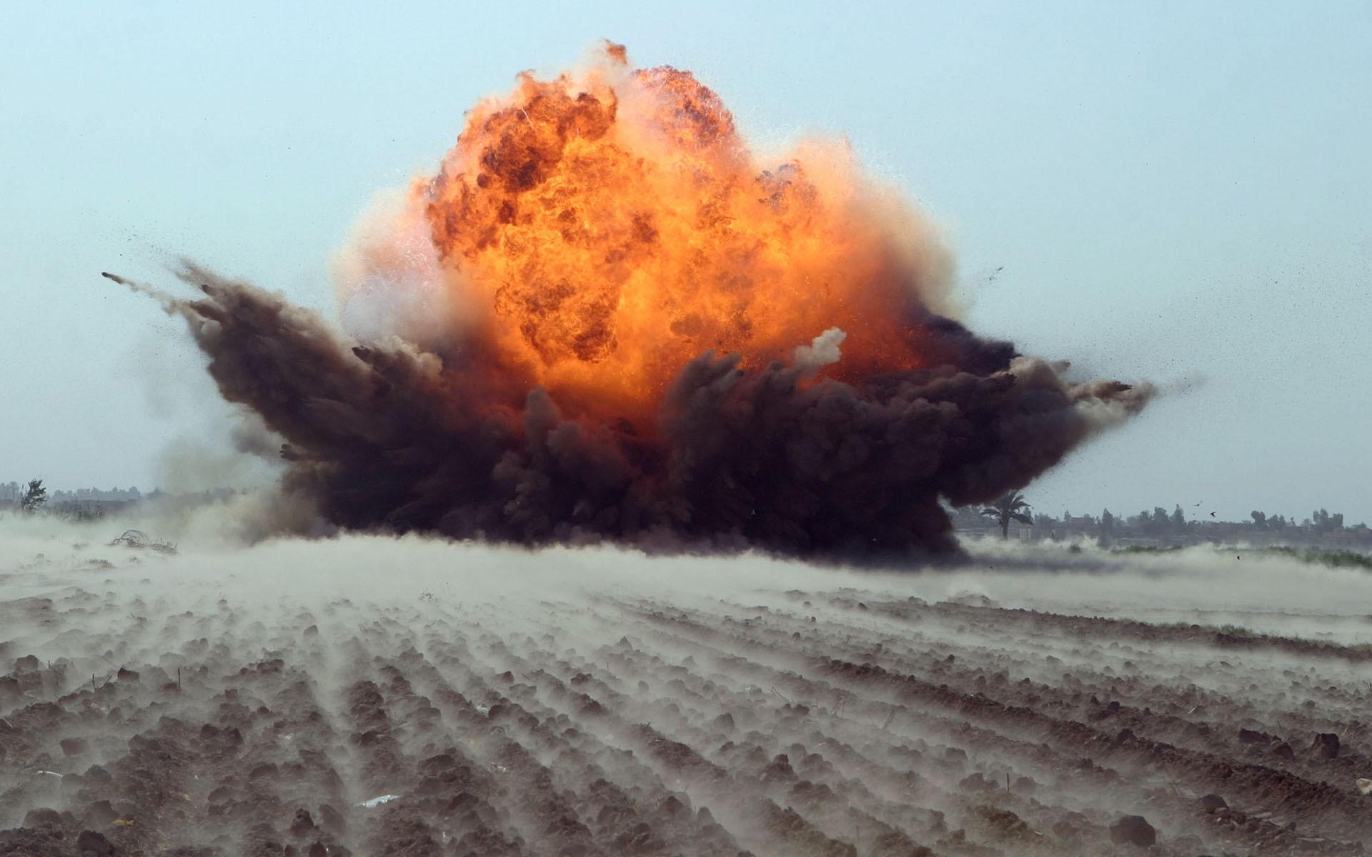 """ОН ИЗДЕВАЕТСЯ? Главный """"взрывник"""" военных складов не хочет уходить в отставку"""