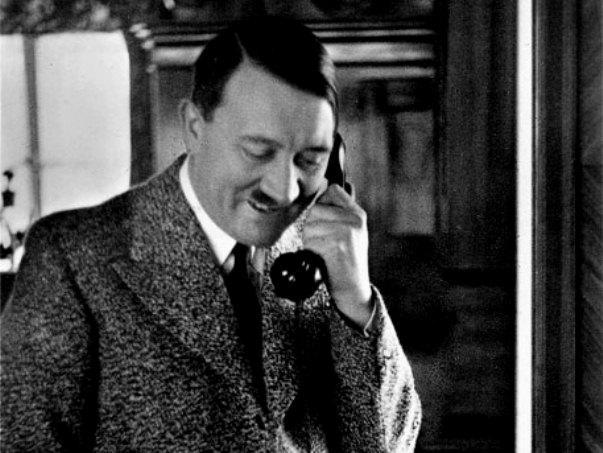 Позвонить фюреру: на аукционе продали телефонную книгу Гитлера