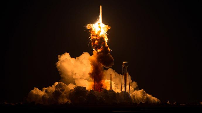 Не все так гладко: появилось видео провальных посадок ракеты Falcon 9