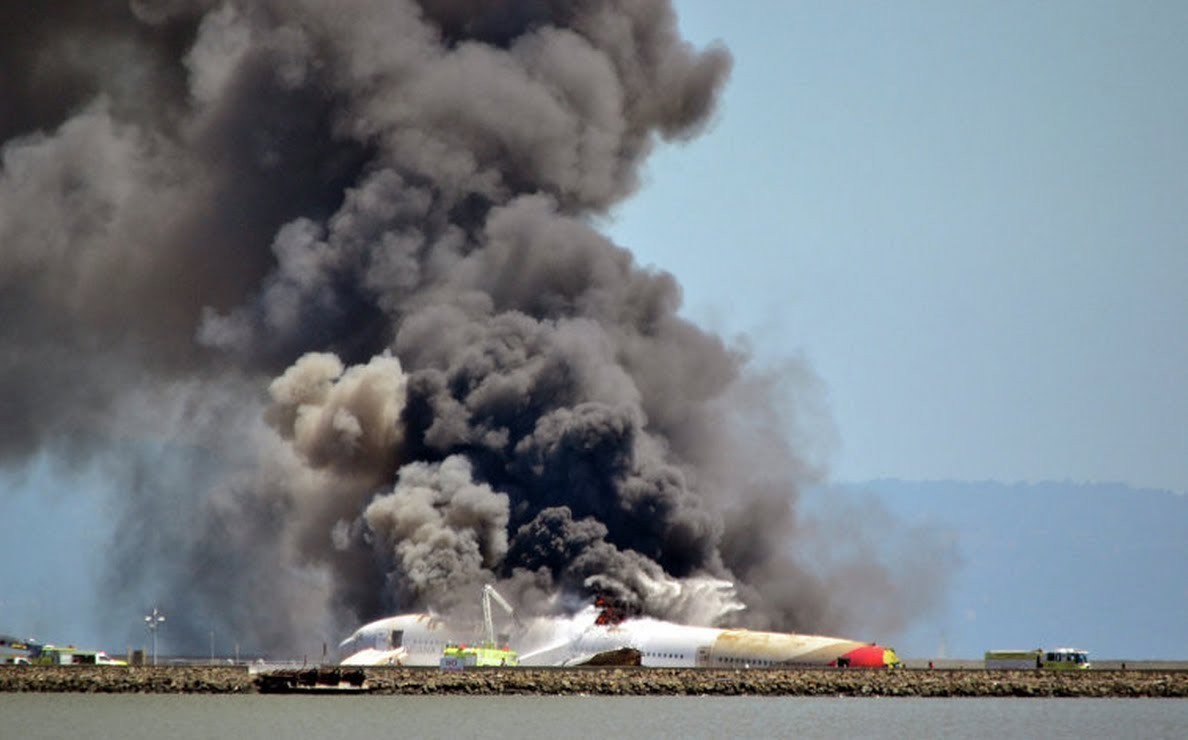 Смертельное пике в Подмосковье: на авиашоу самолет врезался в землю