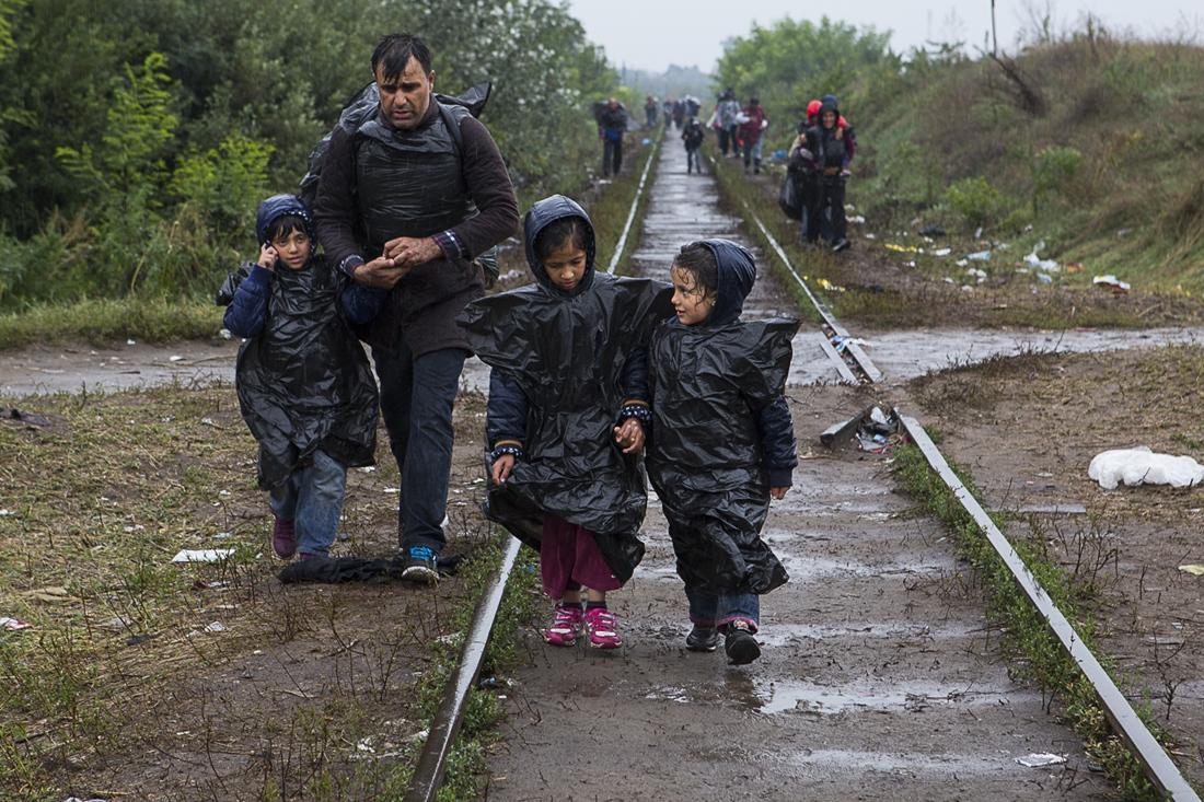 Срочно: из-за взрывов на военных складах под Винницей люди покидают город
