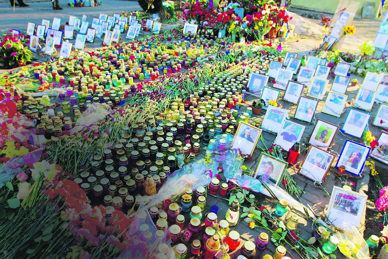 ЖЕСТЬ! Убийц людей на Майдане так и не нашли, но Порошенко уже придумал праздник