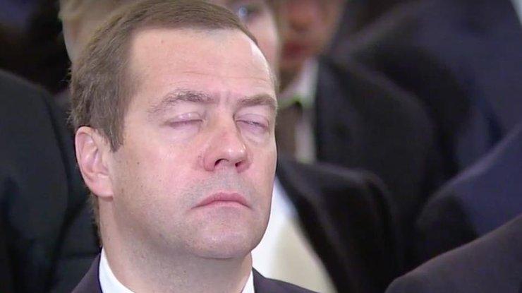 Медведев уснул под рассказы Путина. Умилительное фото