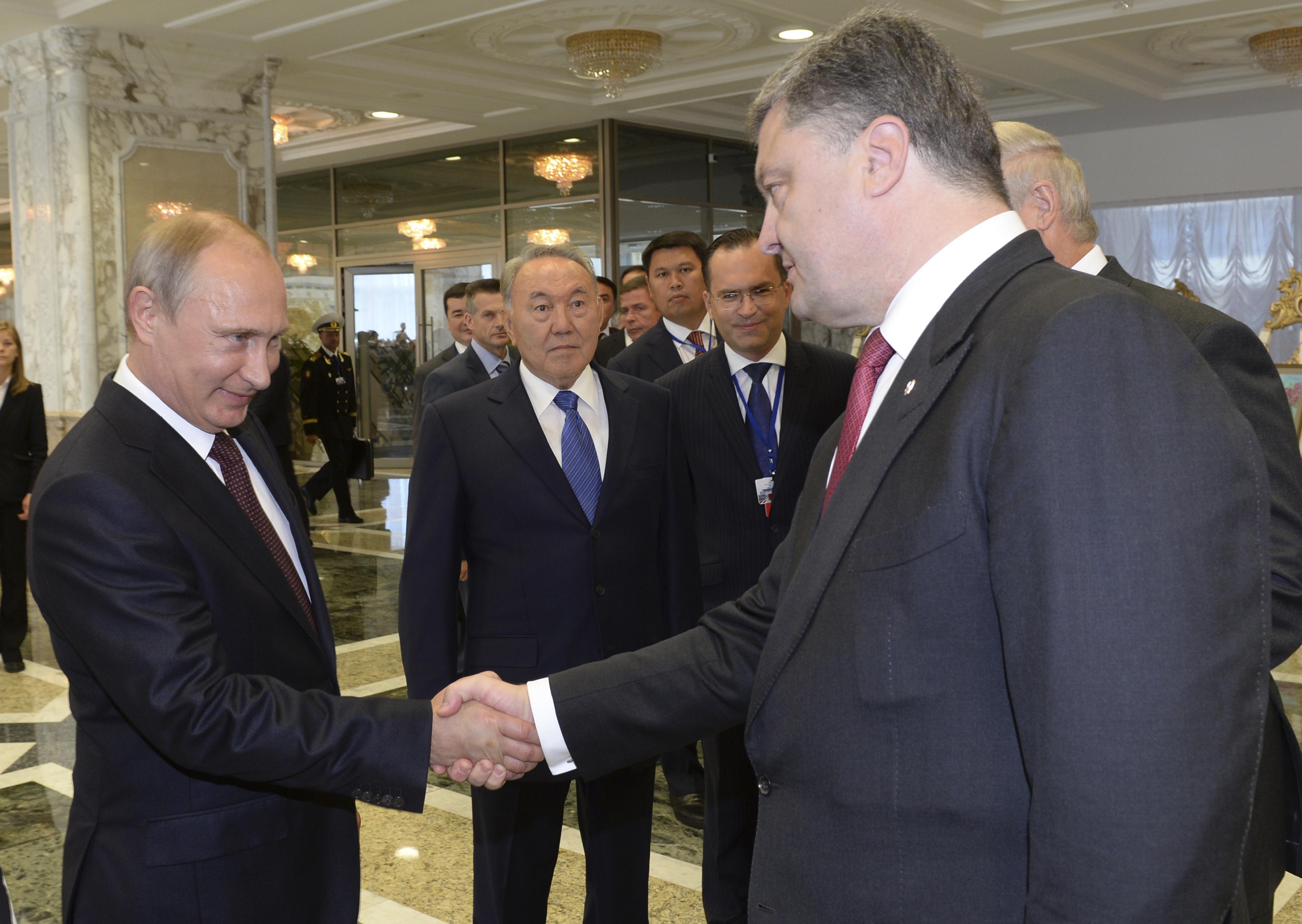 """Опять """"зрада"""": за что власти Украины платят России"""