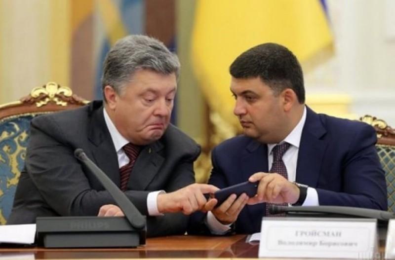 Дневник на стол: украинцы поставили оценки Порошенко и Гройсману