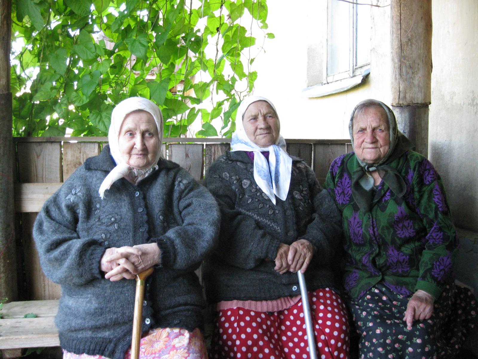 Новые тимуровцы: раньше сдавали макулатуру, а теперь сдают бабушек