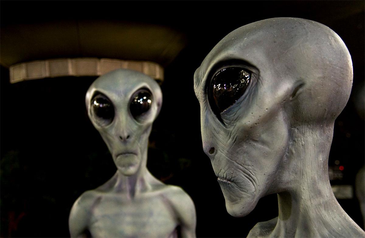 Помимо бабушек и учителей Гройсман будет пиариться и среди инопланетян