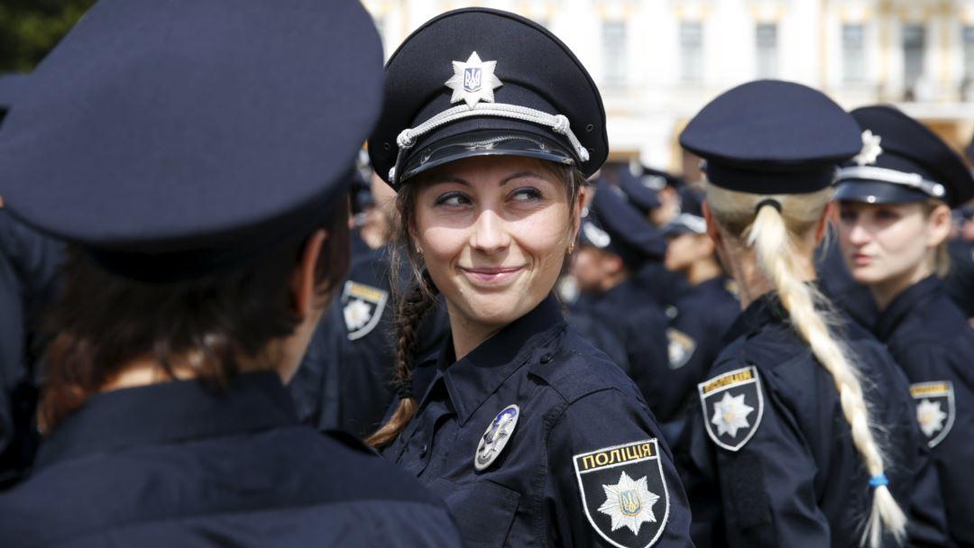 ЭТО НЕ ШУТКА! Украинским полицейским запретят плохо пахнуть и быть яркими