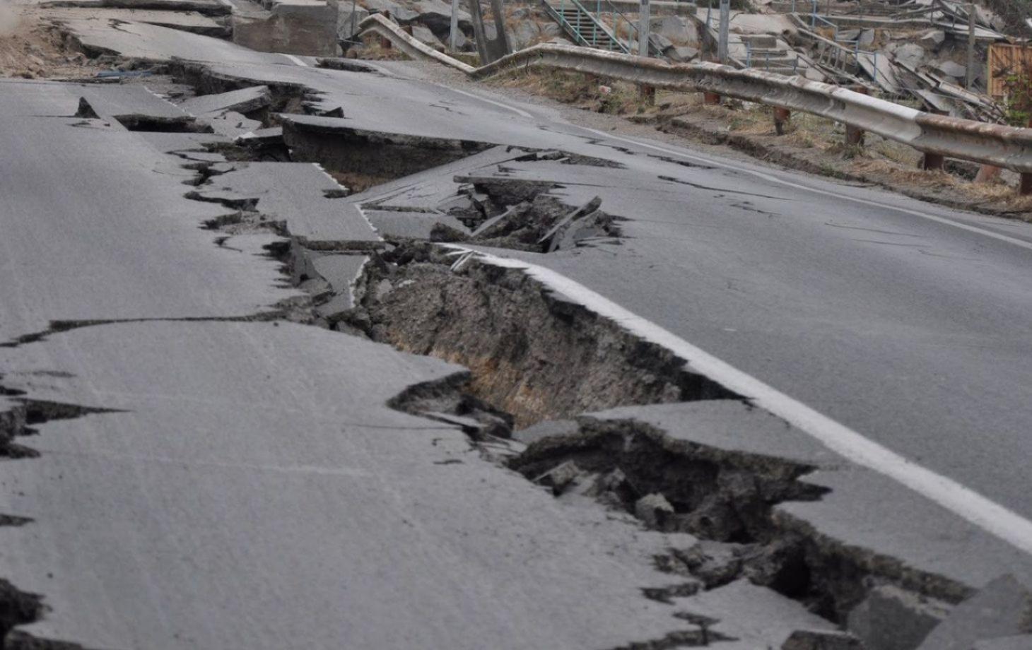 ЭТО ЗНАК! После взрывов военных складов в Украину пришло землетрясение! Подробности