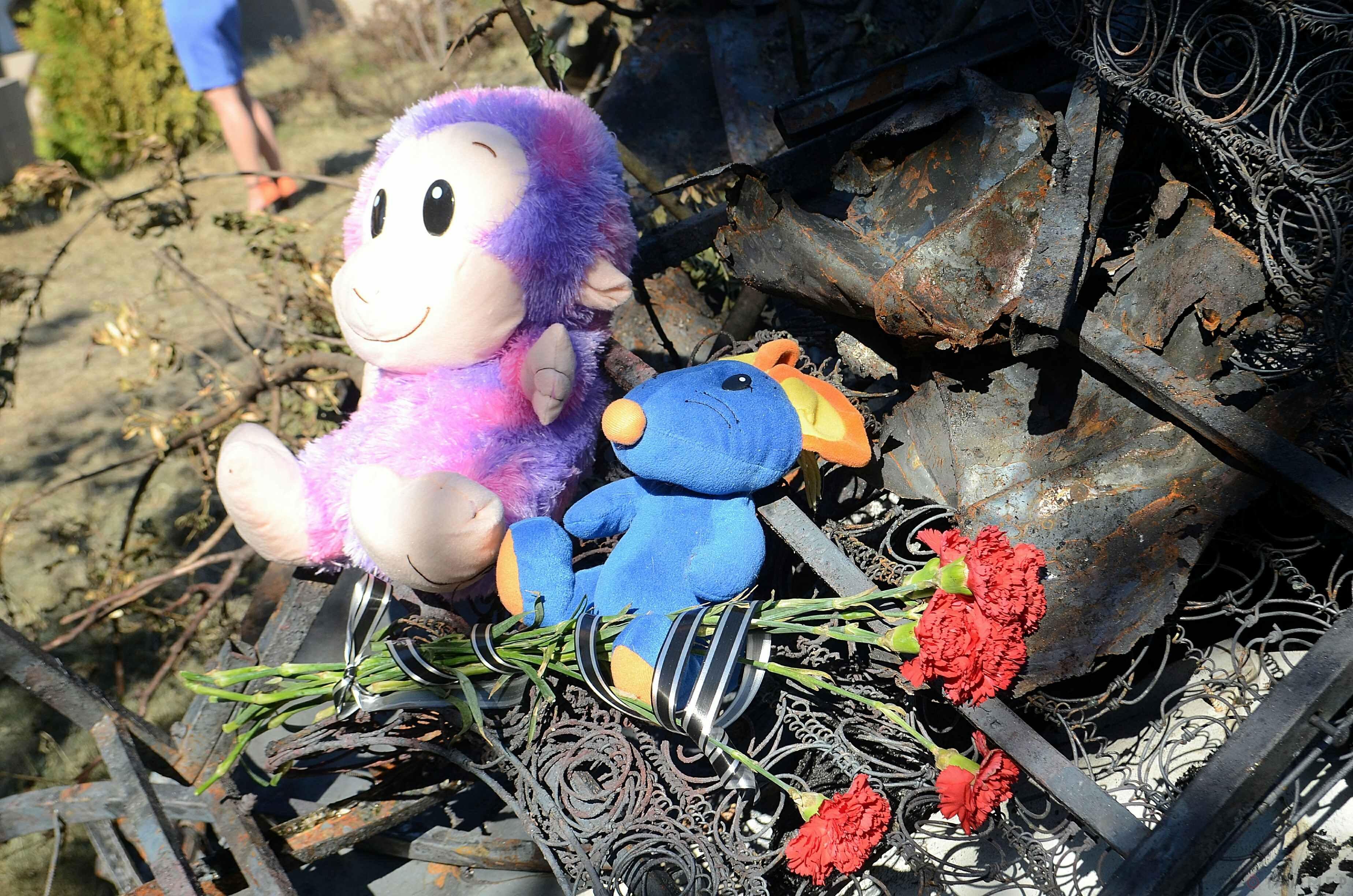 Родители погибших детей обратились к властям: погубили девочек – дайте похоронить спокойно!