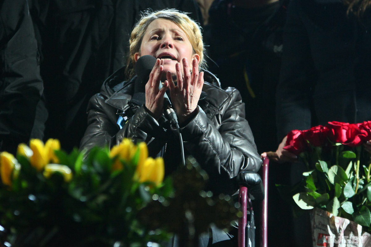 """Тимошенко вручили """"Оскара"""" за актерскую игру. Она отнесет его Порошенко"""